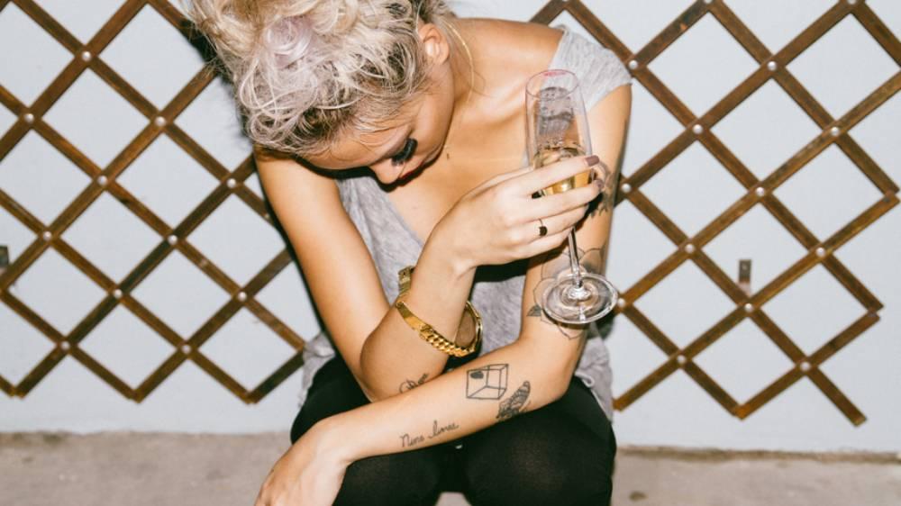 История Сати год без алкоголя